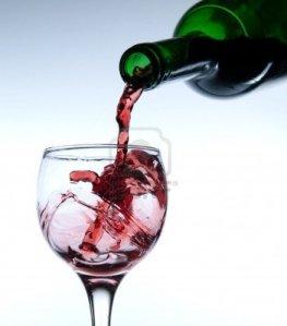 3762702-para-vino-tinto-en-un-vaso