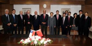 Delegación de Chile presidida por el Ministro de Agricultura, junto a las autoridades del AQSIQ de la República Popular China.
