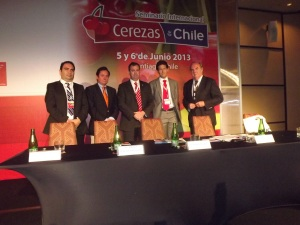 Jorge Cáceres, ProChile; Miguel Canala, Asoex; Álvaro Cruzat, Ministro Agricultura (S); Cristián Tagle, Comité de Cerezas; Juan Domínguez, Decano Universidad de Chile.